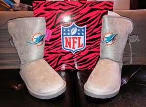 New womens dolphin sz 9 boots for Sale in Philadelphia, PA