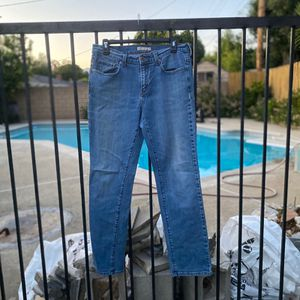 In demand women's essential blue Levi's jeans. Preloved garment Condition : great Size : 8 M Material : cotton Super comfortable material for Sale in Pomona, CA