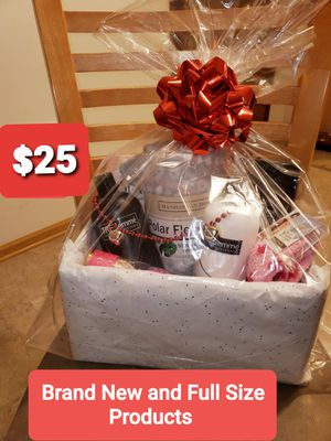 Only $25🌸Women's Beautiful Holiday Gift Box. Great Holiday Gift Idea. Only $25 !!! for Sale in Plainfield, IL