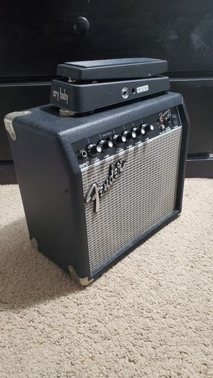 Fender Frontman 15g amp + Crybaby for Sale in Chula Vista, CA