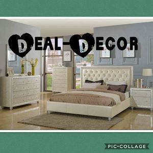 Cream 4 Piece Bedroom Set for Sale in Marietta, GA