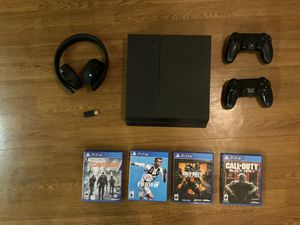 Excellent condition PS4 with two controllers, 4 games, and wireless PlayStation headphones for Sale in California, MD