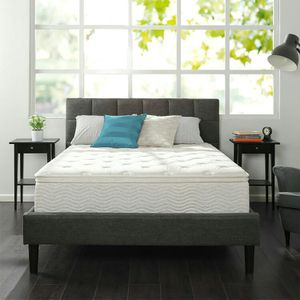 Cal king mattress and box spring for Sale in Columbus, OH