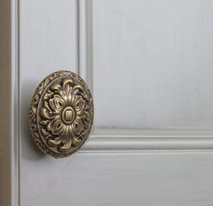 GlideRite 2 in. Dia Antique Brass Old World Ornate Oval Cabinet Knob (10-Pack) for Sale in Bakersfield, CA