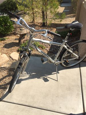 Giant Sedona DX men's 26 inch bike in excellent condition! This is an amazing bike for the price! for Sale in Henderson, NV