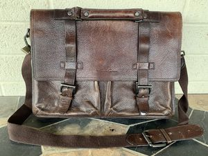 Kenneth Cole Vintage Distressed Brown Leather Messenger Bag for Sale in Guadalupe, AZ