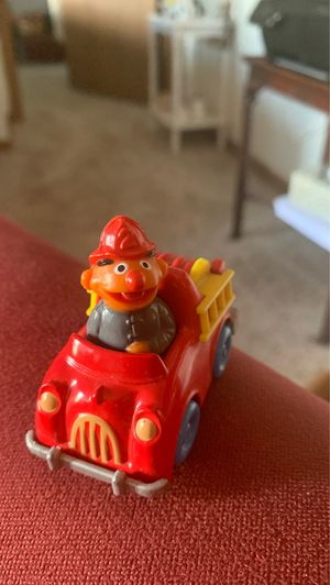 (127) 1992 McDonald's Happy Meal WARNER BROS DAFFY DUCK CAR TOY. Condition is Used for Sale in Wyoming, MI