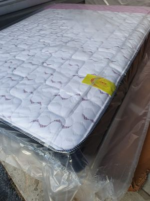 New queen mattress and box sprimg 2 pc for Sale in West Palm Beach, FL