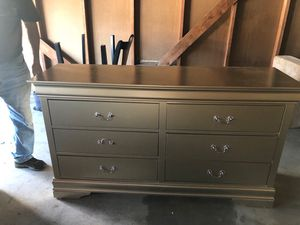 QUEEN BEDROOM SET!! KITCHEN TABLE!! DRESSOR!! COFFEE TABLE for Sale in San Pedro, CA
