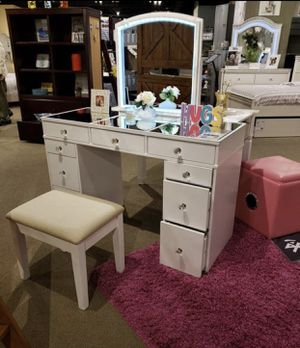 White Vanity Set w/ LED for Sale in Fresno, CA