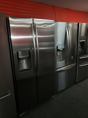 "Samsung 36""wide side by side stainless steel refrigerator in great condition for Sale in McDonogh, MD"
