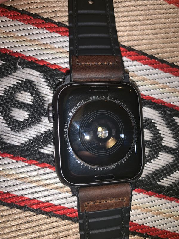 APPLE WATCH SERIES 4 44MM WITH 2 FOR 1 SPORT BAND/LEATHER BAND
