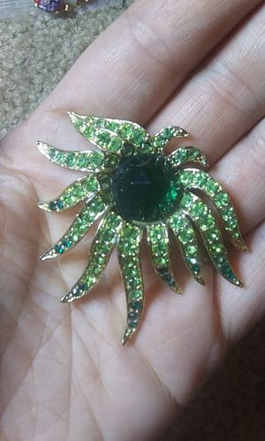 Vintage green glass rhinestone brooch pin for Sale in Tullahoma, TN