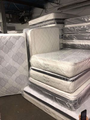 Queen jumbo orthopedic pillow top mattress and box spring for Sale in Chicago, IL