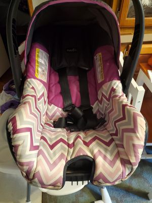 Infant car seat and snap on stroller for Sale in Spartanburg, SC