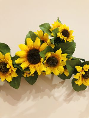 Beautiful Sun Flower Wall Decor for Sale in Feasterville-Trevose, PA