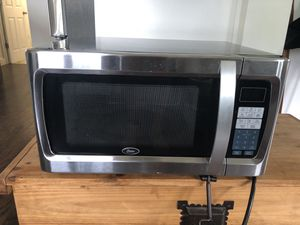 Oster OGZF1301 Microwave for Sale in Seattle, WA