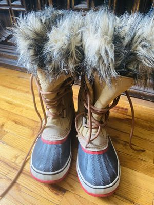 Sorel snow boots size 7 with fur inside for Sale in The Bronx, NY