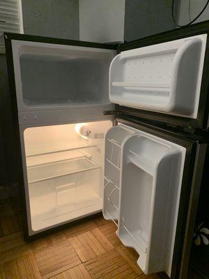 Frigidaire mini fridge for Sale for sale  Weehawken, NJ
