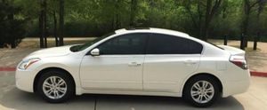 beautifull car nissan altima white 2010 for Sale in River Rouge, MI