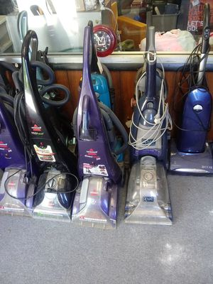 Carpet cleaners and vacuums for Sale in Elyria, OH