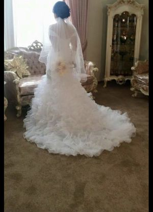 Wedding dress, beautiful clean no damage like a brand-new in-the-box clean clean clean for Sale in Chicago Ridge, IL