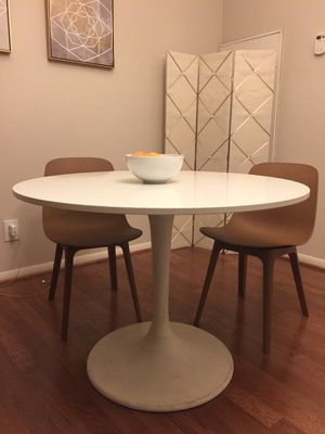 White tulip dining table for Sale in Houston, TX