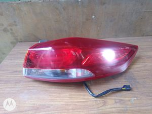 2017 2018 Hyundai Elantra LED Tail Light Raigh passenger Rear RH OEM used 92402-F30 for Sale in Wilmington, CA