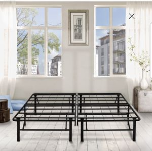 Metal bed frame queen size for Sale in Queens, NY