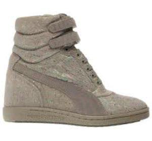 SKY WEDGE IRI SUEDE WN'S shoes for Sale in Stone Ridge, VA