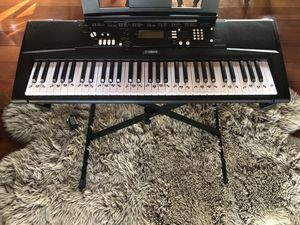 Yamaha E220 Keyboard with music books for Sale in Del Mar, CA