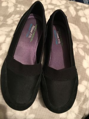 SKECHERS RELAXED FIT WOMENS SHOES for Sale in Gresham, OR