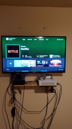 "35"" screen wall mount and xbox one 1tb for Sale in Pasco, WA"