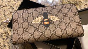 Gucci long wallet for Sale in Glen Ellyn, IL