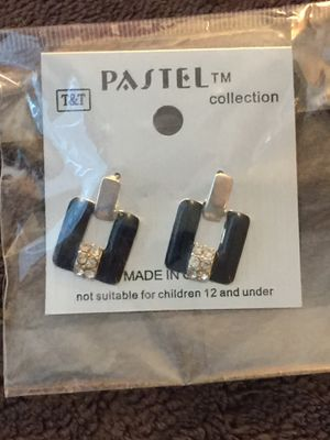 "Beautiful Black and ""Diamond"" Earrings for Sale in Ontario, CA"