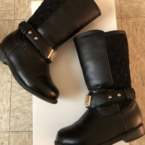 Michael Kors Girls Boots Black size:(#7us) for Sale in Oceanside, CA