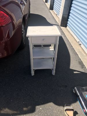 Small night stand for Sale in Suisun City, CA