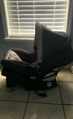 Graco car seat and base for Sale in Fellsmere, FL