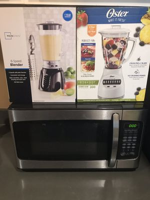 MICROWAVE AND JUICE MAKERS EVERYTHING TOGETHER IS A BUNDLE DEAL AND NEEDS TO BE GONE BY MONDAY!!! for Sale in Pittsburgh, PA