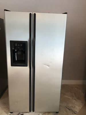 GE Refrigerator/ Freezer for Sale in Tampa, FL