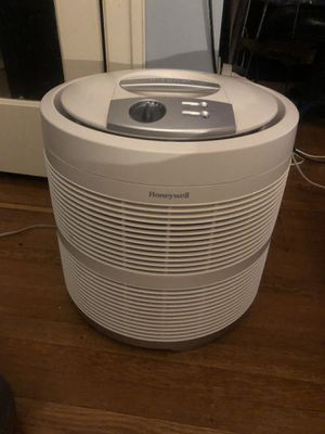 Honeywell (HEPA) Air Purifier Model 50250 for Sale in Philadelphia, PA