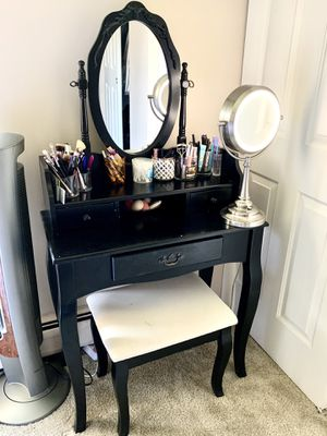 Makeup desk / vanity with chair for Sale in Wheaton, IL