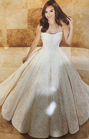Mary's wedding dresses for Sale in San Antonio, TX