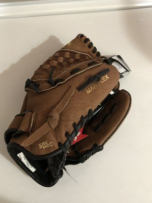 New baseball glove for Sale in Albuquerque, NM