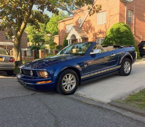 2007 ford mustang deluxe convertible 2D for Sale in Yonkers, NY