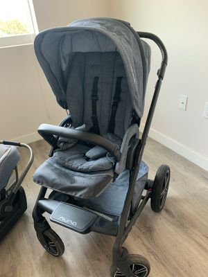 Nuna stroller with car seat for Sale in Miami Beach, FL