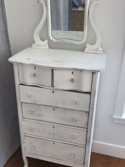 Distressed white dresser for Sale in Los Angeles,  CA