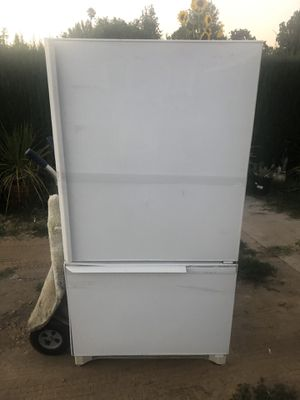 "Amana refrigerator with bottom freezer 35"" w 70""t 27"" d for Sale in Woodland Hills, CA"