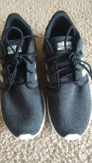 Adidas women's size 8 for Sale in Monroeville, PA