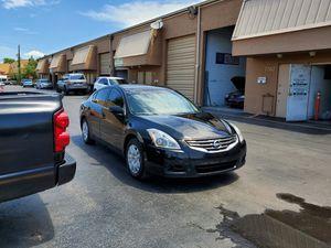 Nissan altima 2010 for Sale in Miami, FL